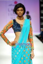 Model walks the ramp for Anupamaa Show at Lakme Winter fashion week day 3 on 19th Sept 2010 (41).JPG