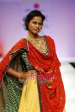 Model walks the ramp for Anupamaa Show at Lakme Winter fashion week day 3 on 19th Sept 2010 (51).JPG