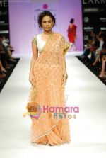Model walks the ramp for Anupamaa Show at Lakme Winter fashion week day 3 on 19th Sept 2010 (54).JPG
