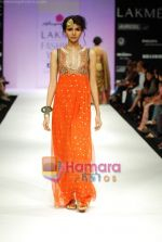 Model walks the ramp for Anupamaa Show at Lakme Winter fashion week day 3 on 19th Sept 2010 (65).JPG