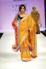 Model walks the ramp for Anupamaa Show at Lakme Winter fashion week day 3 on 19th Sept 2010 (7).JPG