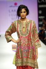 Model walks the ramp for Anupamaa Show at Lakme Winter fashion week day 3 on 19th Sept 2010 (70).JPG
