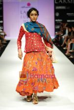 Model walks the ramp for Anupamaa Show at Lakme Winter fashion week day 3 on 19th Sept 2010 (73).JPG