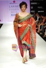 Model walks the ramp for Anupamaa Show at Lakme Winter fashion week day 3 on 19th Sept 2010 (77).JPG