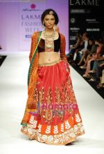 Model walks the ramp for Anupamaa Show at Lakme Winter fashion week day 3 on 19th Sept 2010 (83).JPG