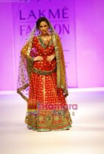 Model walks the ramp for Anupamaa Show at Lakme Winter fashion week day 3 on 19th Sept 2010.JPG