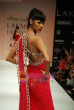 Model walks the ramp for Arpan Vohra Show at Lakme Winter fashion week day 3 on 19th Sept 2010 (106).JPG