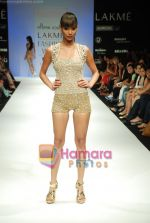 Model walks the ramp for Arpan Vohra Show at Lakme Winter fashion week day 3 on 19th Sept 2010 (11).JPG