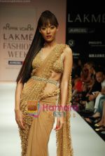 Model walks the ramp for Arpan Vohra Show at Lakme Winter fashion week day 3 on 19th Sept 2010 (122).JPG