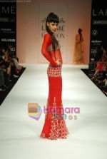 Model walks the ramp for Arpan Vohra Show at Lakme Winter fashion week day 3 on 19th Sept 2010 (126).JPG