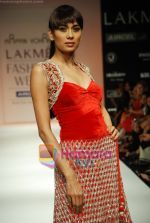 Model walks the ramp for Arpan Vohra Show at Lakme Winter fashion week day 3 on 19th Sept 2010 (135).JPG