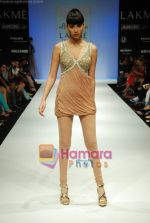 Model walks the ramp for Arpan Vohra Show at Lakme Winter fashion week day 3 on 19th Sept 2010 (16).JPG