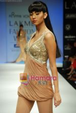 Model walks the ramp for Arpan Vohra Show at Lakme Winter fashion week day 3 on 19th Sept 2010 (19).JPG