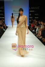 Model walks the ramp for Arpan Vohra Show at Lakme Winter fashion week day 3 on 19th Sept 2010 (22).JPG
