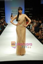 Model walks the ramp for Arpan Vohra Show at Lakme Winter fashion week day 3 on 19th Sept 2010 (24).JPG
