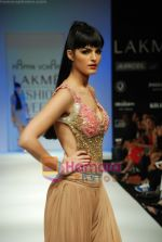 Model walks the ramp for Arpan Vohra Show at Lakme Winter fashion week day 3 on 19th Sept 2010 (47).JPG