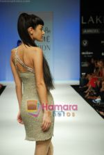 Model walks the ramp for Arpan Vohra Show at Lakme Winter fashion week day 3 on 19th Sept 2010 (55).JPG