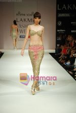 Model walks the ramp for Arpan Vohra Show at Lakme Winter fashion week day 3 on 19th Sept 2010 (59).JPG