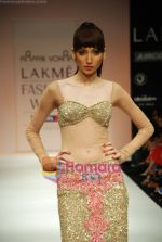 Model walks the ramp for Arpan Vohra Show at Lakme Winter fashion week day 3 on 19th Sept 2010 (63).JPG
