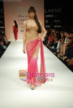 Model walks the ramp for Arpan Vohra Show at Lakme Winter fashion week day 3 on 19th Sept 2010 (80).JPG