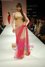 Model walks the ramp for Arpan Vohra Show at Lakme Winter fashion week day 3 on 19th Sept 2010 (81).JPG