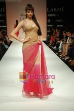 Model walks the ramp for Arpan Vohra Show at Lakme Winter fashion week day 3 on 19th Sept 2010 (83).JPG