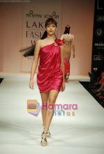 Model walks the ramp for Arpan Vohra Show at Lakme Winter fashion week day 3 on 19th Sept 2010 (88).JPG
