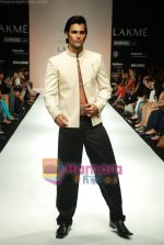 Model walks the ramp for Debarun Show at Lakme Winter fashion week day 3 on 19th Sept 2010.JPG