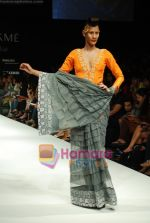 Model walks the ramp for Masab Show at Lakme Winter fashion week day 3 on 19th Sept 2010 (10).JPG