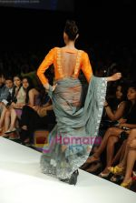 Model walks the ramp for Masab Show at Lakme Winter fashion week day 3 on 19th Sept 2010 (13).JPG