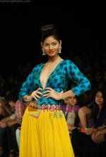 Model walks the ramp for Masab Show at Lakme Winter fashion week day 3 on 19th Sept 2010 (24).JPG