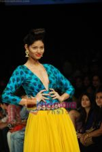 Model walks the ramp for Masab Show at Lakme Winter fashion week day 3 on 19th Sept 2010 (26).JPG