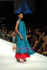 Model walks the ramp for Masab Show at Lakme Winter fashion week day 3 on 19th Sept 2010 (41).JPG