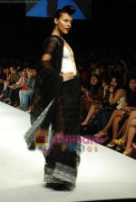 Model walks the ramp for Masab Show at Lakme Winter fashion week day 3 on 19th Sept 2010 (5).JPG