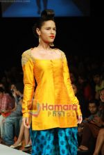 Model walks the ramp for Masab Show at Lakme Winter fashion week day 3 on 19th Sept 2010 (50).JPG
