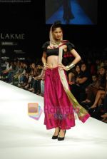 Model walks the ramp for Masab Show at Lakme Winter fashion week day 3 on 19th Sept 2010 (53).JPG
