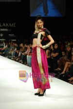 Model walks the ramp for Masab Show at Lakme Winter fashion week day 3 on 19th Sept 2010 (54).JPG