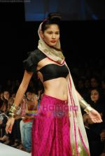 Model walks the ramp for Masab Show at Lakme Winter fashion week day 3 on 19th Sept 2010 (55).JPG