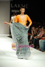 Model walks the ramp for Masab Show at Lakme Winter fashion week day 3 on 19th Sept 2010 (6).JPG
