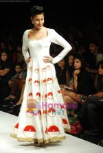 Model walks the ramp for Masab Show at Lakme Winter fashion week day 3 on 19th Sept 2010 (61).JPG