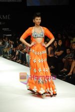 Model walks the ramp for Masab Show at Lakme Winter fashion week day 3 on 19th Sept 2010 (67).JPG