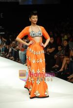 Model walks the ramp for Masab Show at Lakme Winter fashion week day 3 on 19th Sept 2010 (68).JPG