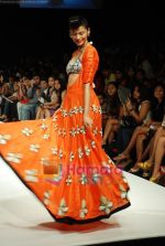 Model walks the ramp for Masab Show at Lakme Winter fashion week day 3 on 19th Sept 2010 (73).JPG