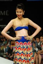 Model walks the ramp for Masab Show at Lakme Winter fashion week day 3 on 19th Sept 2010 (80).JPG