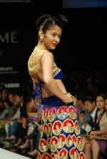 Model walks the ramp for Masab Show at Lakme Winter fashion week day 3 on 19th Sept 2010 (81).JPG