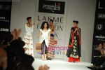 Model walks the ramp for Masab Show at Lakme Winter fashion week day 3 on 19th Sept 2010 (86).JPG