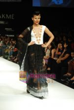 Model walks the ramp for Masab Show at Lakme Winter fashion week day 3 on 19th Sept 2010.JPG