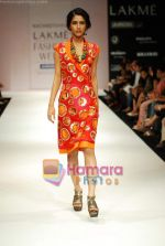 Model walks the ramp for Nachiket Barve Show at Lakme Winter fashion week day 3 on 19th Sept 2010 (16).JPG
