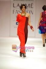 Model walks the ramp for Nachiket Barve Show at Lakme Winter fashion week day 3 on 19th Sept 2010 (19).JPG