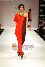 Model walks the ramp for Nachiket Barve Show at Lakme Winter fashion week day 3 on 19th Sept 2010 (21).JPG
